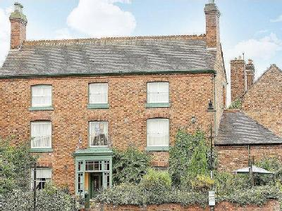 House for sale, The Square - No Chain