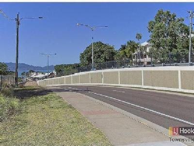 Oxley Street, Townsville City