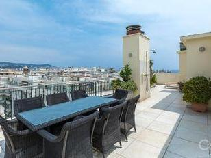 Alpes-Maritimes, Nice - Parking, Terrasse