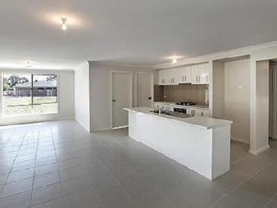 14 Tributary Way - Parking, House