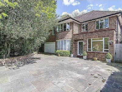 House for sale, Village Road - Garden