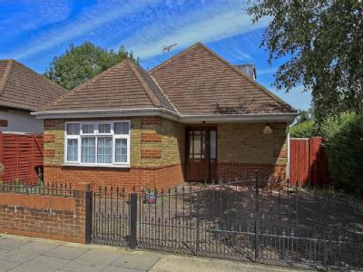 Walford Road, Cowley, UB8 - Reception
