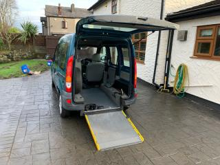 2006. AUTOMATIC WAV. WHEELCHAIR ACCESS VEHICLE. GOWRINGS MOBILITY RENAULT KANGOO