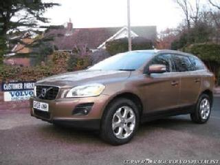2010/59 Volvo XC60 SE LUX 2.4 D5 175 Geartronic, 10 SERVICE STAMPS