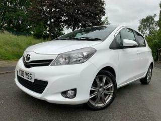2013 13 TOYOTA YARIS 1.3 VVT I SR 5D 98 BHP WHITE+MEDIA+ALLOYS+BLUETOOTH+AUX+CD