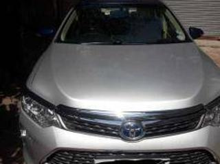Silver 2015 Toyota Camry Hybrid 25,000 kms driven in Select Locality