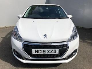 Peugeot 208 S/S TECH EDITION Hatchback 2019, 3283 miles, £11999