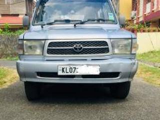 Blue 2001 Toyota Qualis Select Variant 1,79,222 kms driven in Ernakulam
