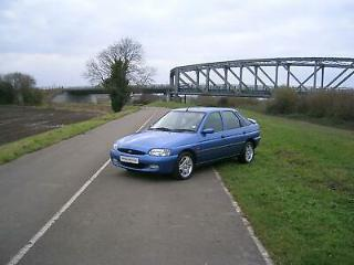 Ford Escort 1.6i 16V 1999 Finesse 5 Speed Manual * Very Low Mileage