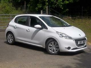 Peugeot 208 1.4HDi 68bhp 2015MY Access+, finished in Bianca White