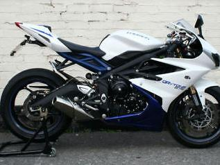 TRIUMPH DAYTONA 675 ABS ONLY 4290 MILES £1300 WORTH OF EXTRAS