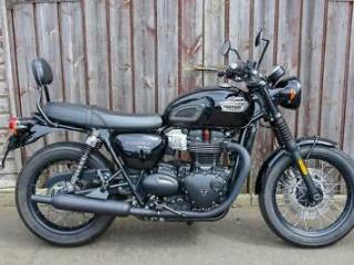 TRIUMPH T100 BLACK EDITION FITTED WITH PILLION BACKREST