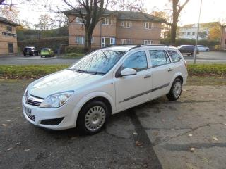 Vauxhall Astra Estate 1.3 cdti diesel in White, 6 speed gearbox