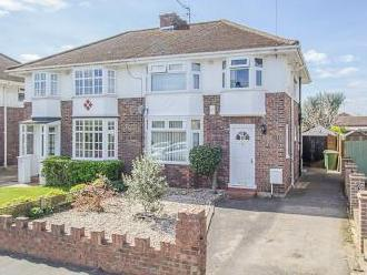 Faraday Road, West Molesey KT8