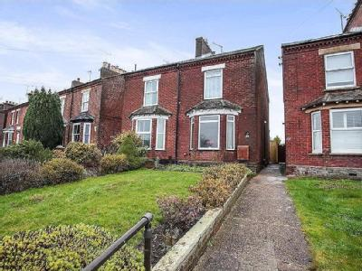 Wingrave Road, Tring, Hp23 - Patio