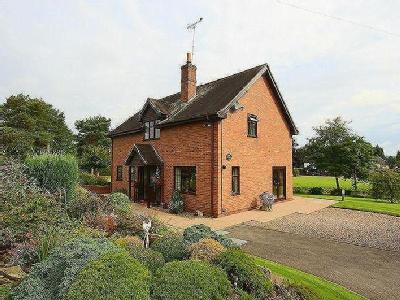 House for sale, Woore Road - En Suite